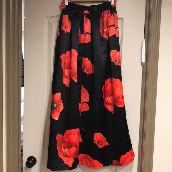 Dresses & Skirts - Red floral print ball gown skirt